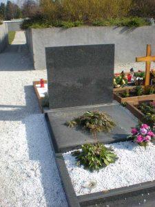Kamnoseštvo Granitko Nagrobni spomeniki